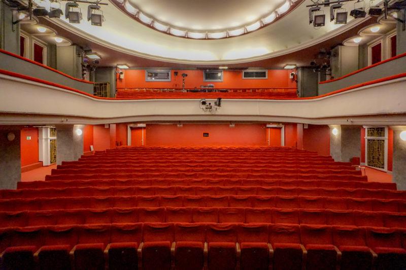 Divadlo V Dlouhe
